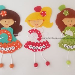 Broches muñequitas