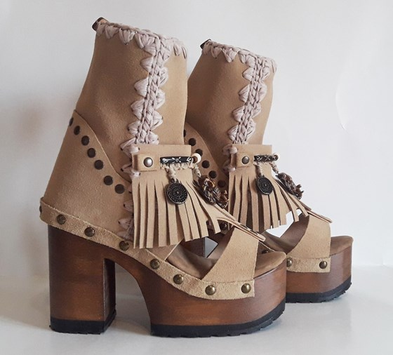 Pachamama boots beige
