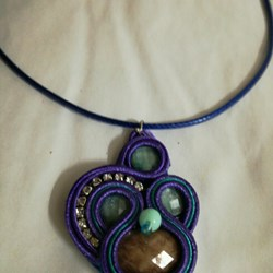 Collar soutache lila