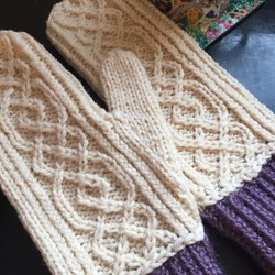Knitted white mittens with aran, 100% handmade, comfortable and warm, size M