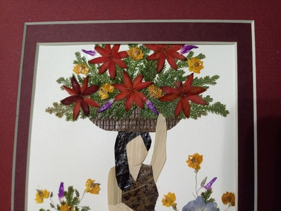 Beautiful work of art, with flowers and leaves, 100% hanmade for Womans of El Salvador, C.A.